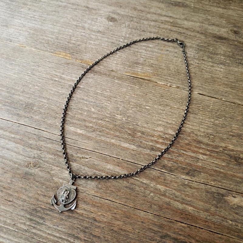 33.anchor neck lace