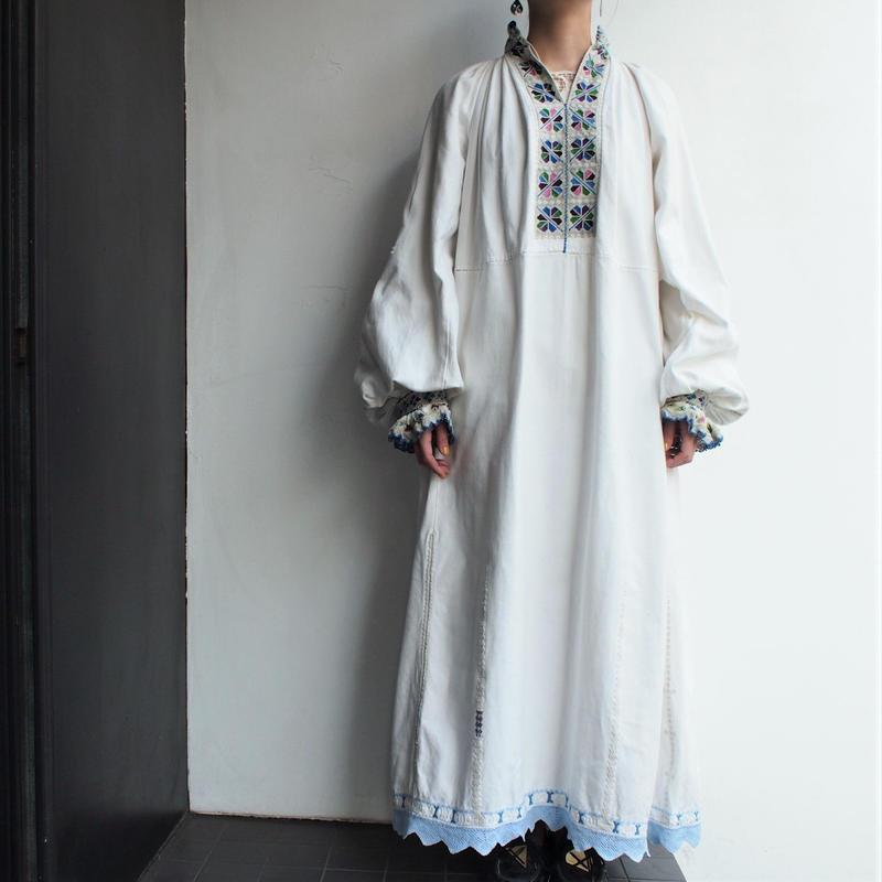 1940's50's East Europe  embroidery dress 【Light grayishColor】