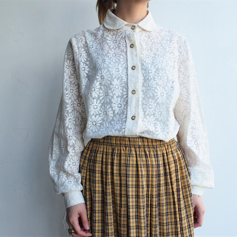 Lace round collar blouse