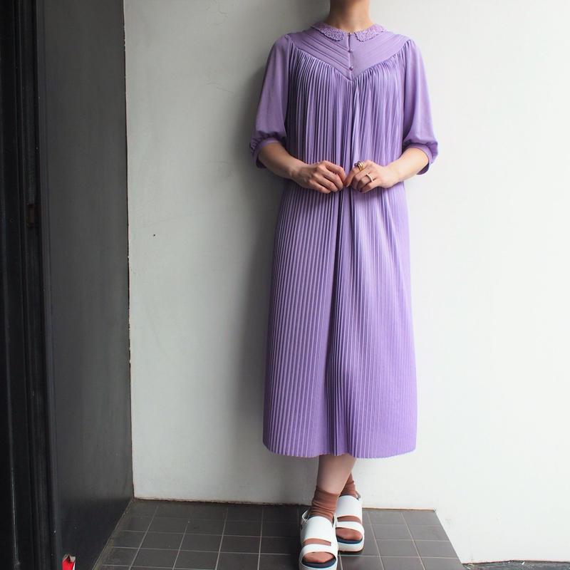 Lace collar  pleats dress