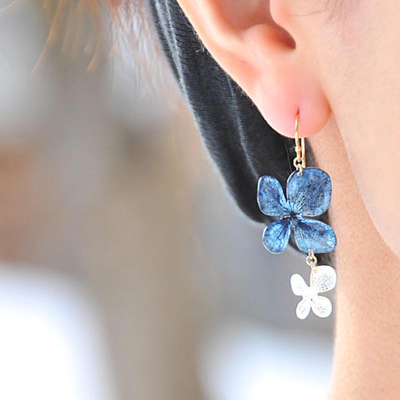 小さなアジサイとパールのデザインピアス/イヤリング【藍染】14kgf