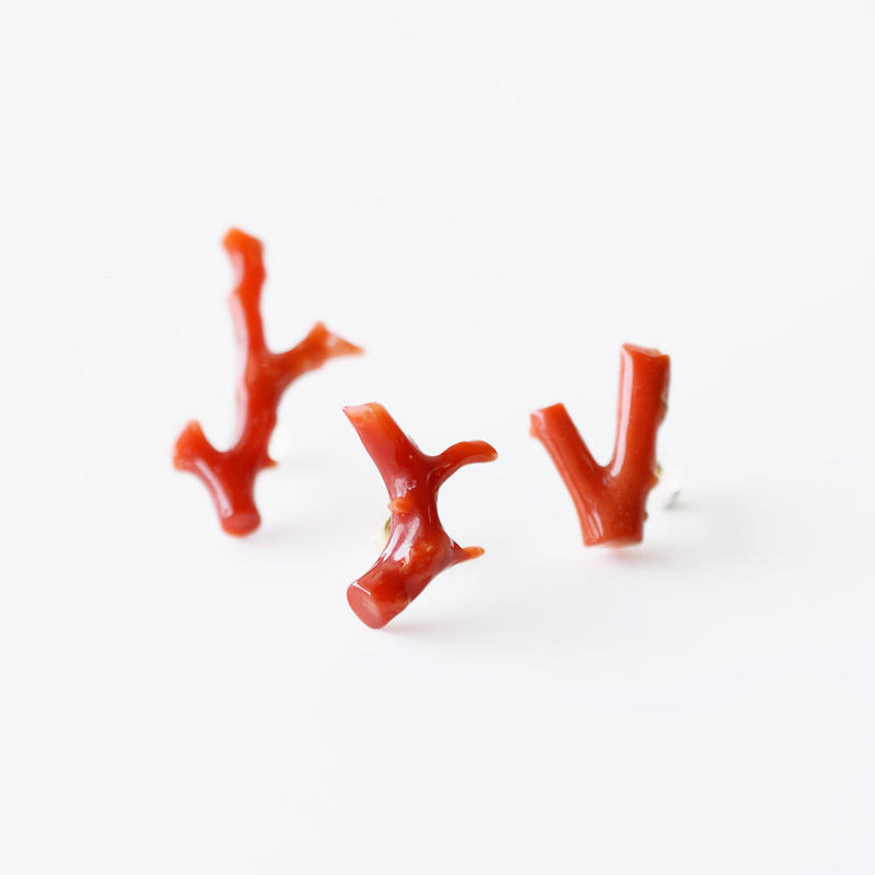 片耳ピアス/赤珊瑚