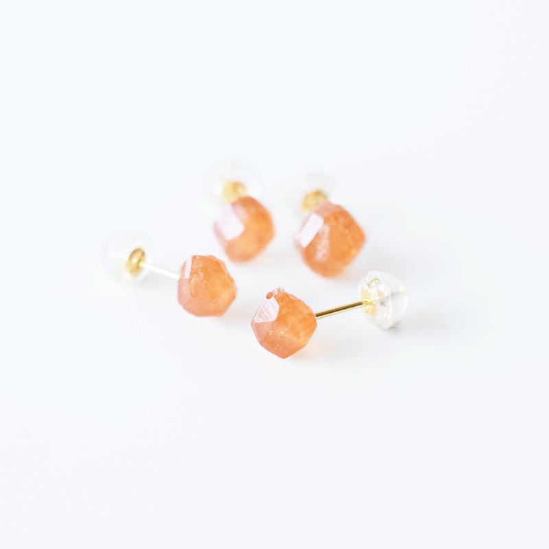 片耳ピアス/スペサタイトガーネット結晶