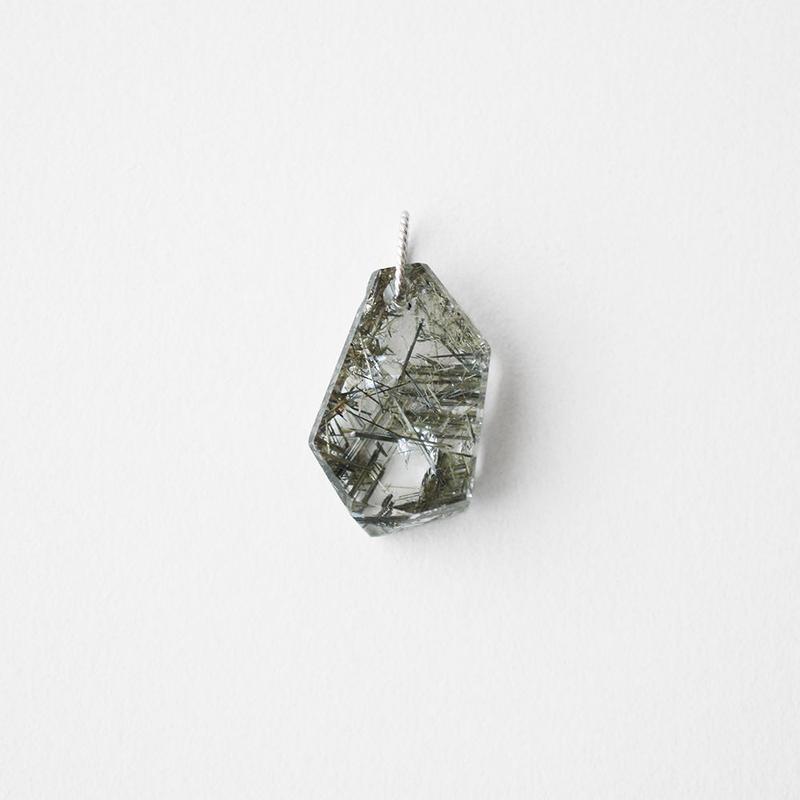 天然石チャーム/ブルッカイト イン クオーツ