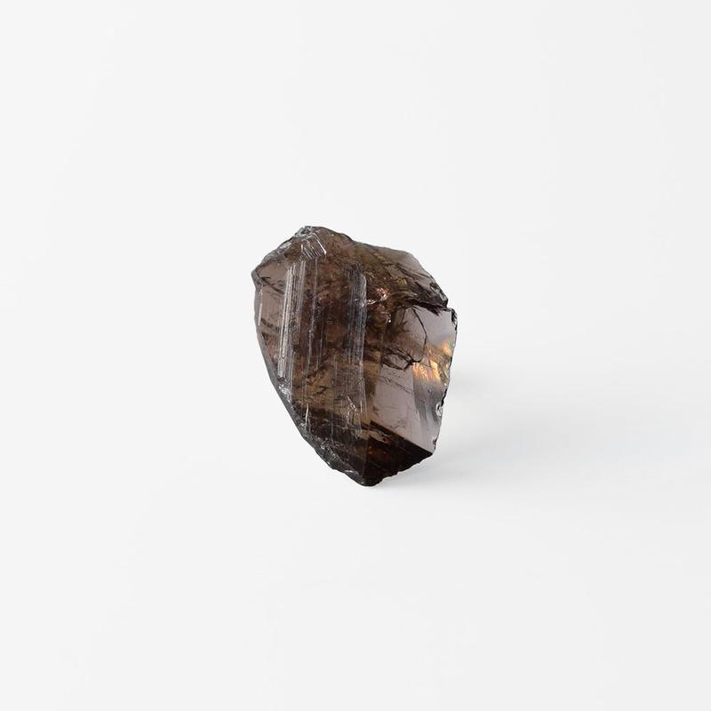 片耳ピアス/アキシナイト原石
