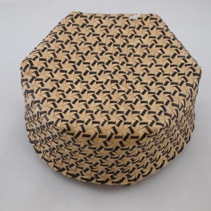 N-5 ふたつき 六角形 カゴ 中(ブリヤシ製)