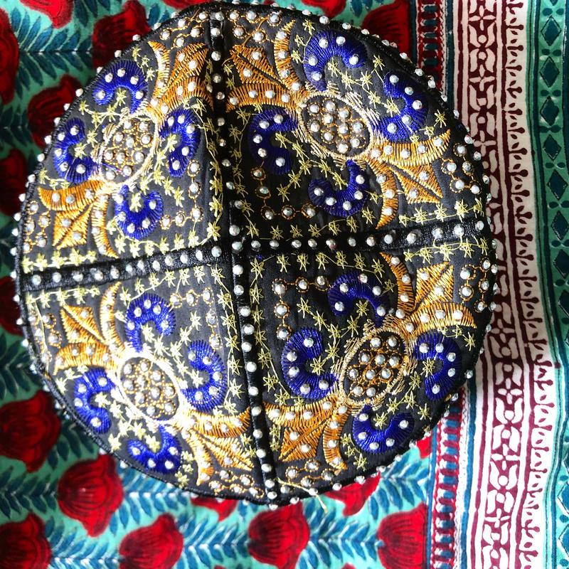 パキスタンのイスラム帽ブルー