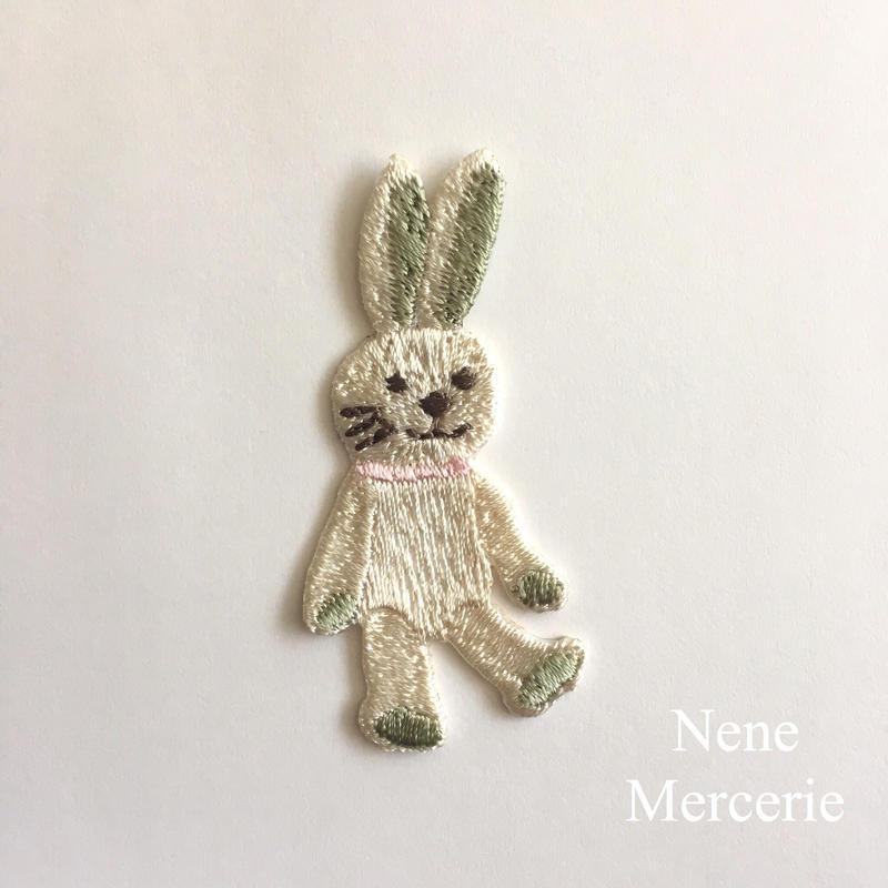 ウサギのEmma(エマ)ちゃん/刺繍アイロンワッペン