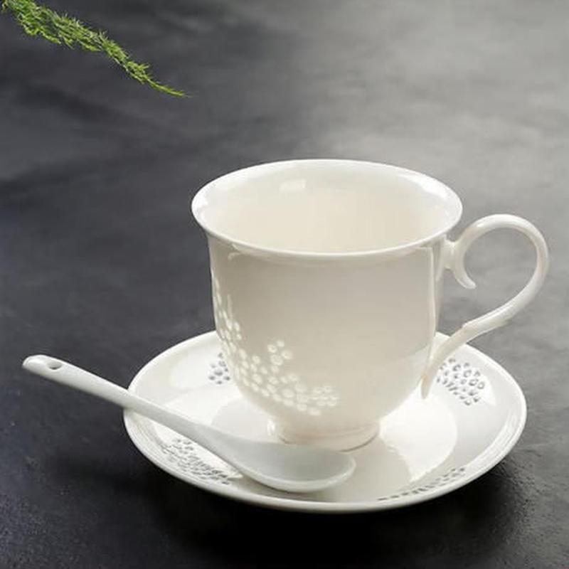 新品送料込 ティーカップ 260ml ソーサー スプーン 3点セット レトロ彫 ボーンチャイナ 磁器 コーヒー お茶会に 食器 高級装飾 贈り物