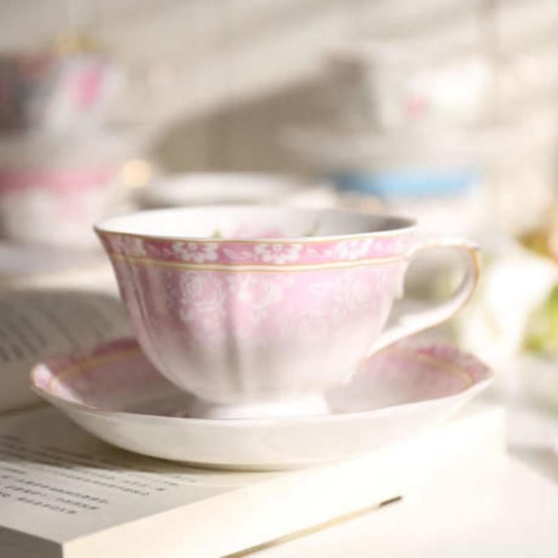 新品送料込 ティーカップ 225ml ソーサー スプーン 3点セット 英国風 パストラル 磁器 コーヒー お茶会に 食器 高級装飾 贈り物