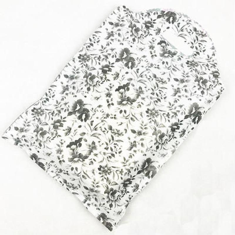 新品送料込 ギフトバッグ 手提げ袋 50枚セット 花柄 黒 25×40cm バレンタイン お誕生日会 ラッピング プレゼント