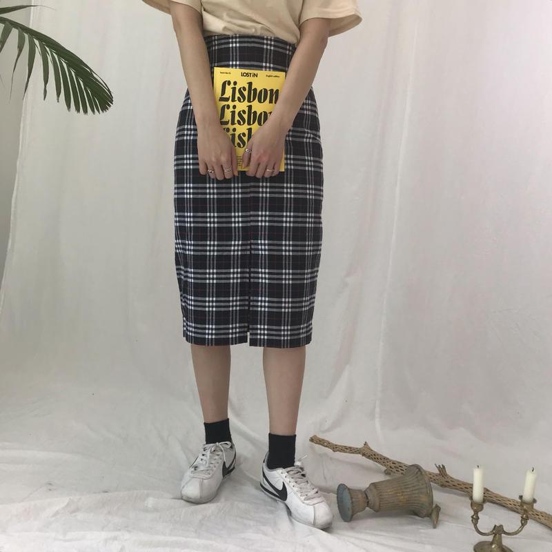 チェックミドル丈スカート