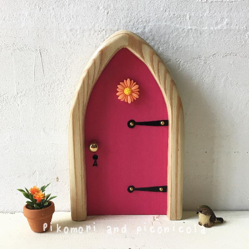 アーチフラワーのピンクの扉