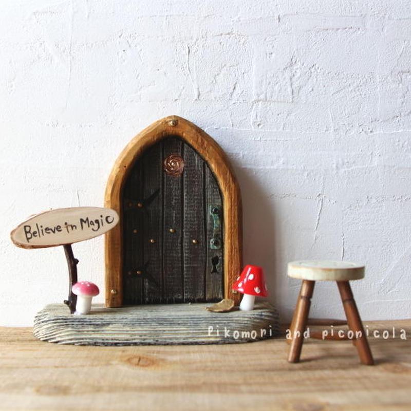 きのこ・ローズガーデンの扉