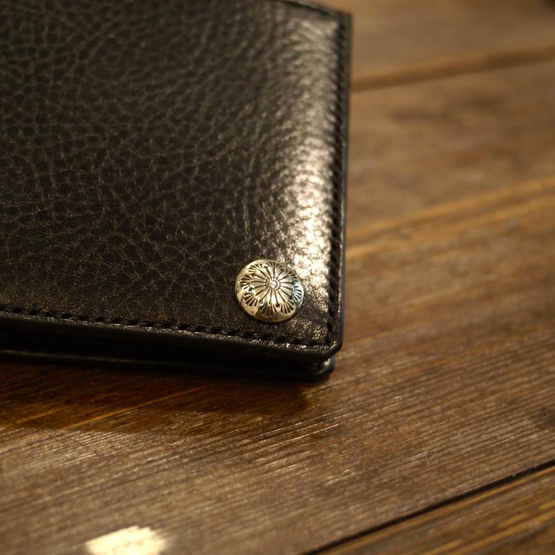 二つ折り財布シルバーコンチョ付き 札入れ