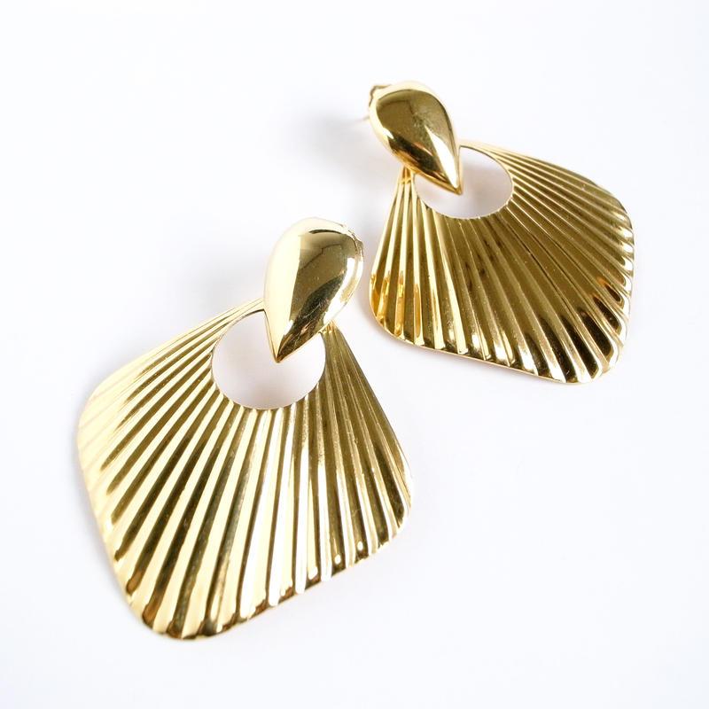 【Simply Whispers】ゴールドトーンメタル ファン&ドアノックデザイン スイング ビッグ ピアス