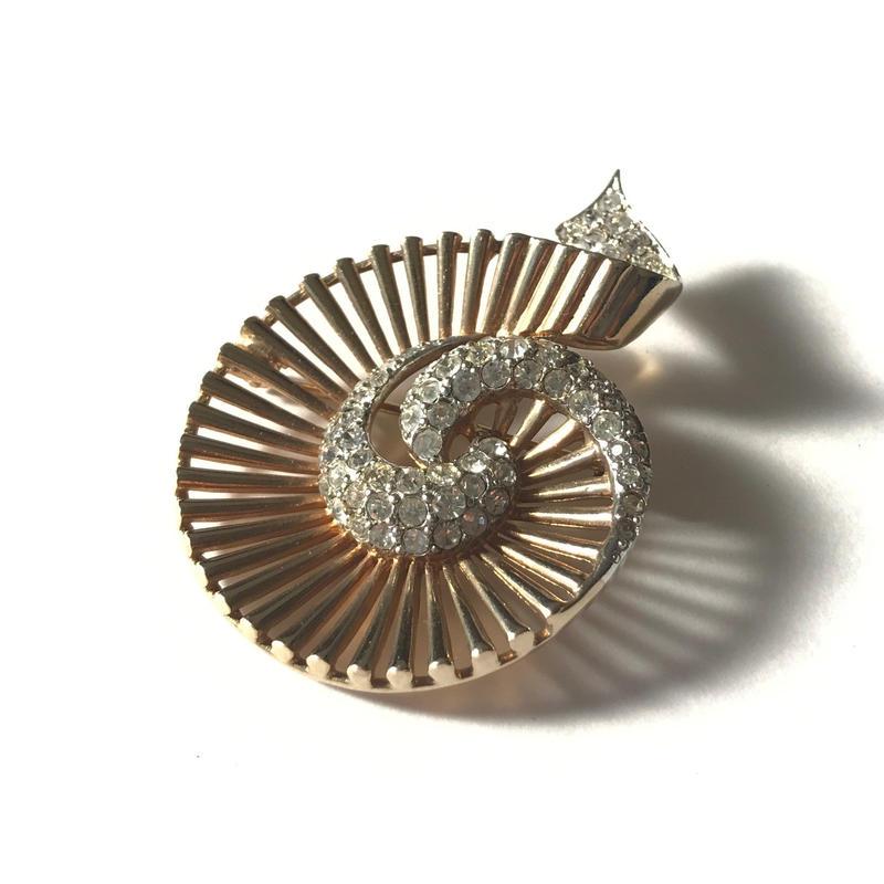 【Marcel Boucher/マルセル・ブーシェ】1950s  ゴールドトーン クリアラインストーン スウェルデザイン ブローチ/ヴィンテージ