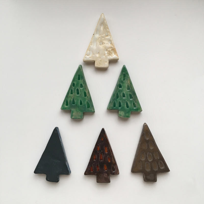 陶器ブローチ・三角もみの木