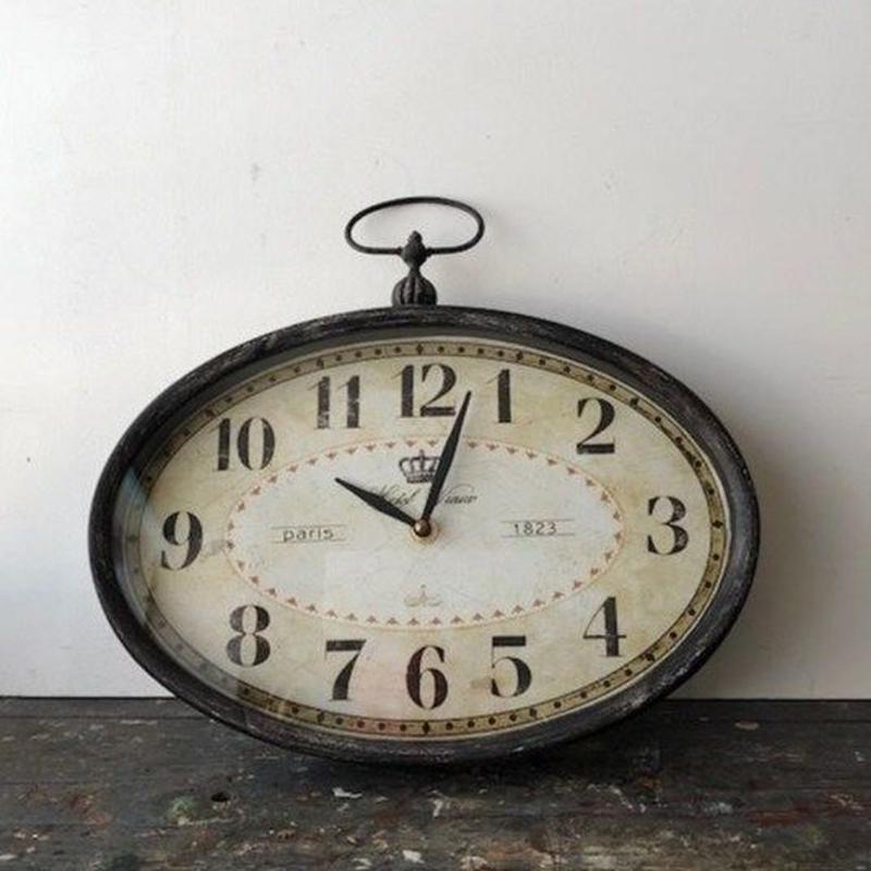 アンティークのような掛け時計
