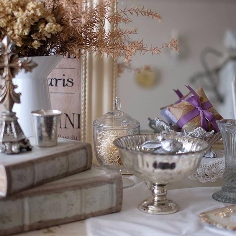 リブ柄が美しいシルバーペイントのカップ