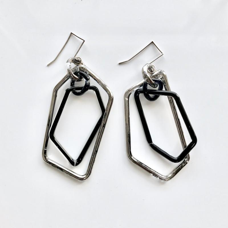 Pentagon Hook Earrings Platinum black /  ペンタゴンフックピアス プラチナブラック