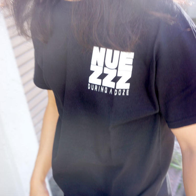 NUEZZZ SQUARE LOGO PRiNT T-Shirts [BLACK]〈NZ023〉