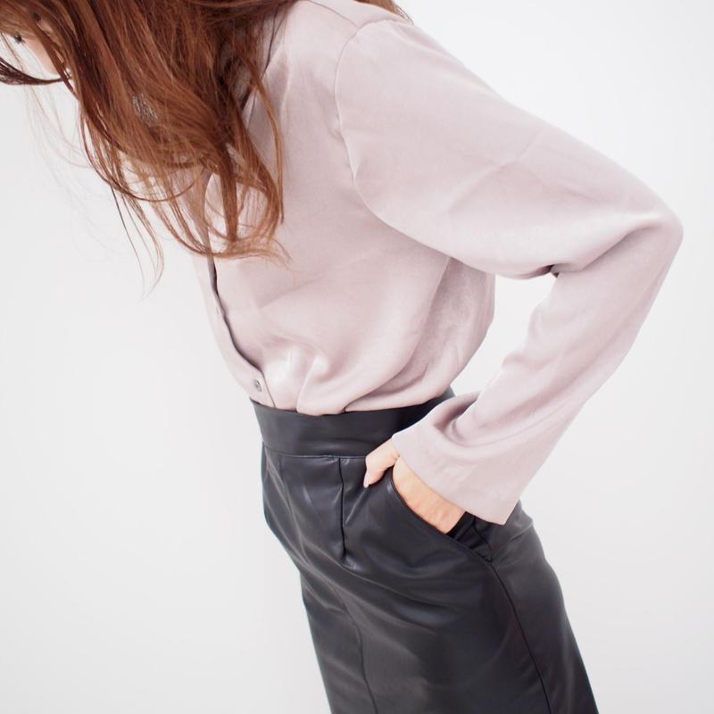 レザースリットタイトスカート