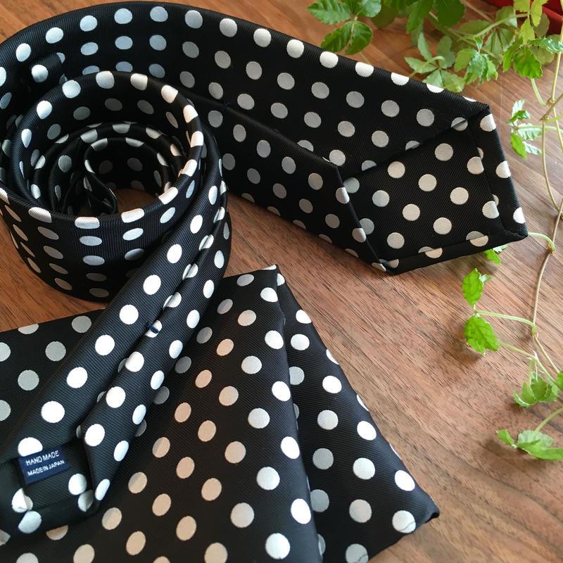 Oguri Original ネクタイ&ポケットチーフ 水玉 白×ブラック