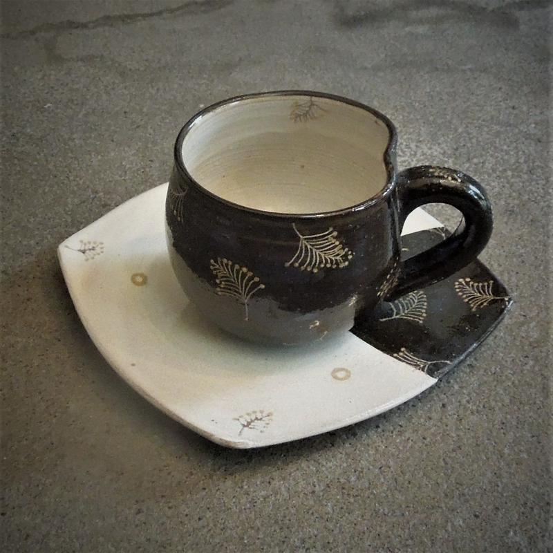 化粧金彩松文コーヒー碗《S飲2eg4》