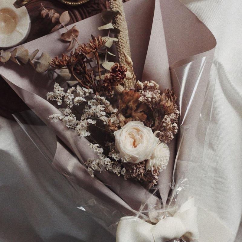 antique white bouquet