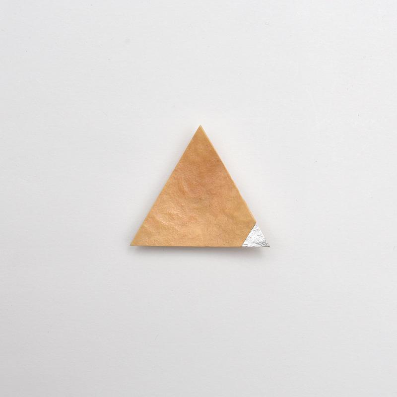 竹のブローチ 三角/銀箔