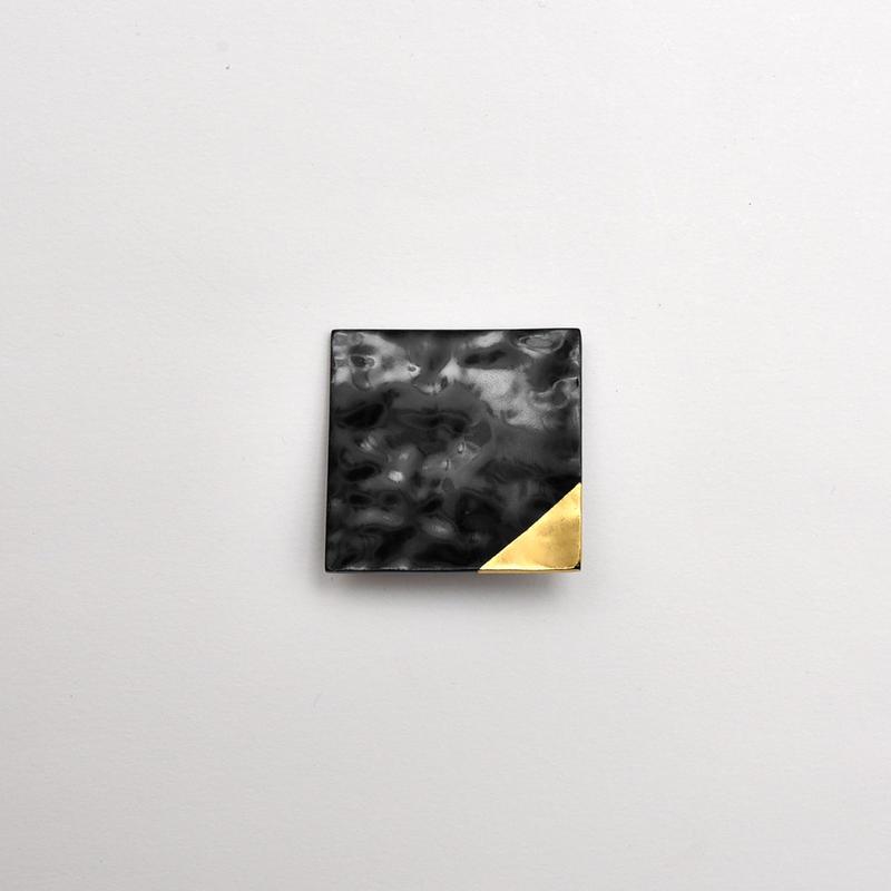 竹のブローチ 四角/漆/金箔
