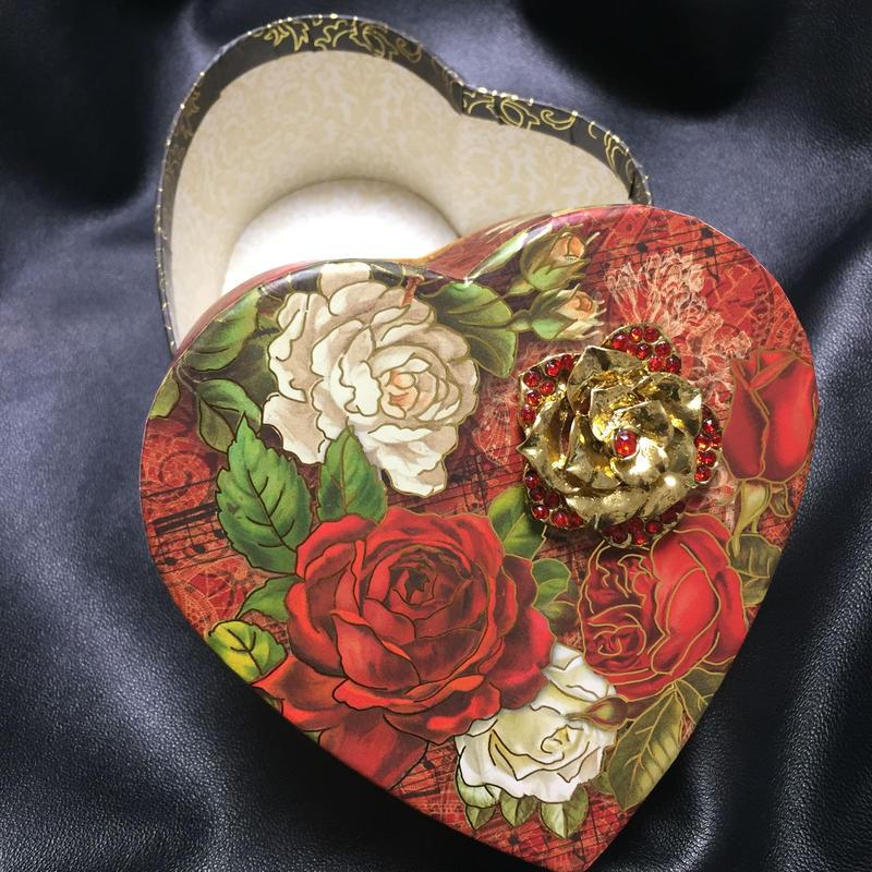 PunchStudio Heart Shaped Box