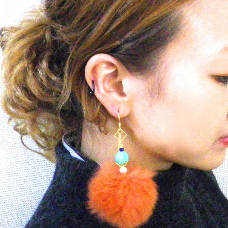 オレンジカラーファーピアス(イヤリング)