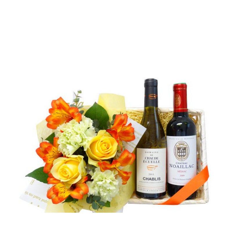 フランスの赤白ワインとバラなどのお花のセット ボルドー赤ワイン シャブリ白ワイン 黄色とオレンジ色のフラワーバスケット入り