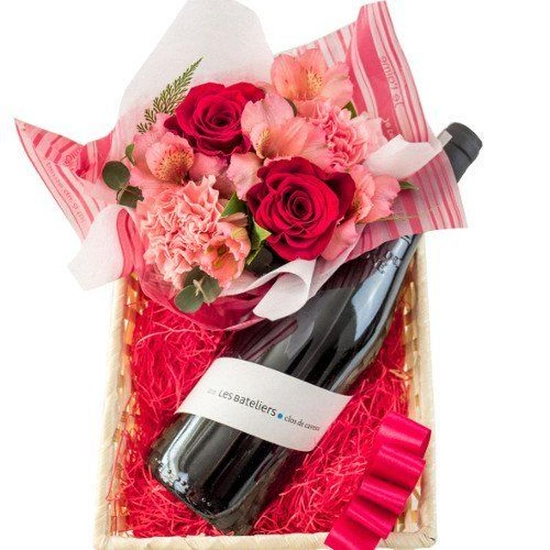 ワインとお花ギフト フランスのオーガニック赤ワイン ピンクと赤のフラワーアレンジメント付き 赤バラ ピンクカーネーション