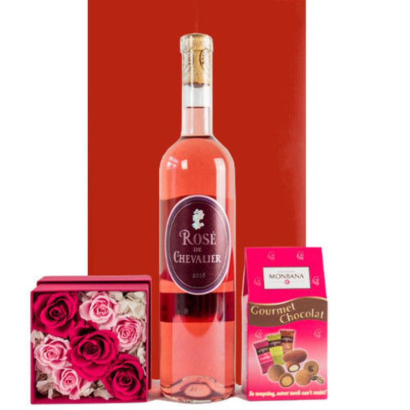 ロゼワインと スイーツ含まれている おしゃれなお花の贈り物  ボルドー 高級ロゼワイン ボックスフラワー バラのフラワーアレンジメント アーモンドチョコレート 詰め合わせ