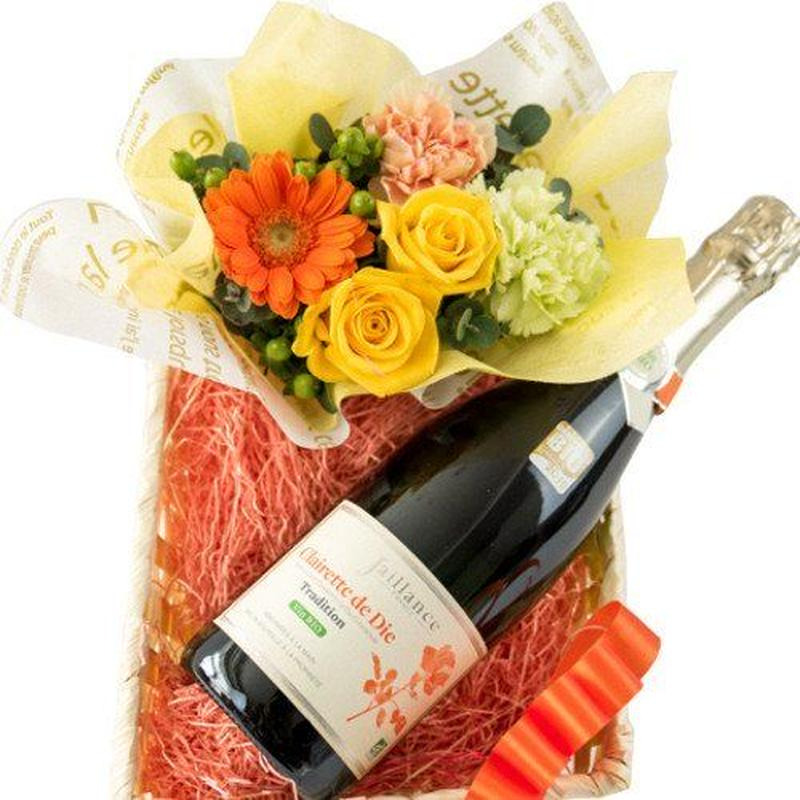 父の日 のプレゼントに人気!ワインとお花ギフト フランス オーガニック ビオ スパークリングワイン バラ 黄色とオレンジ色系のフラワーアレンジメント