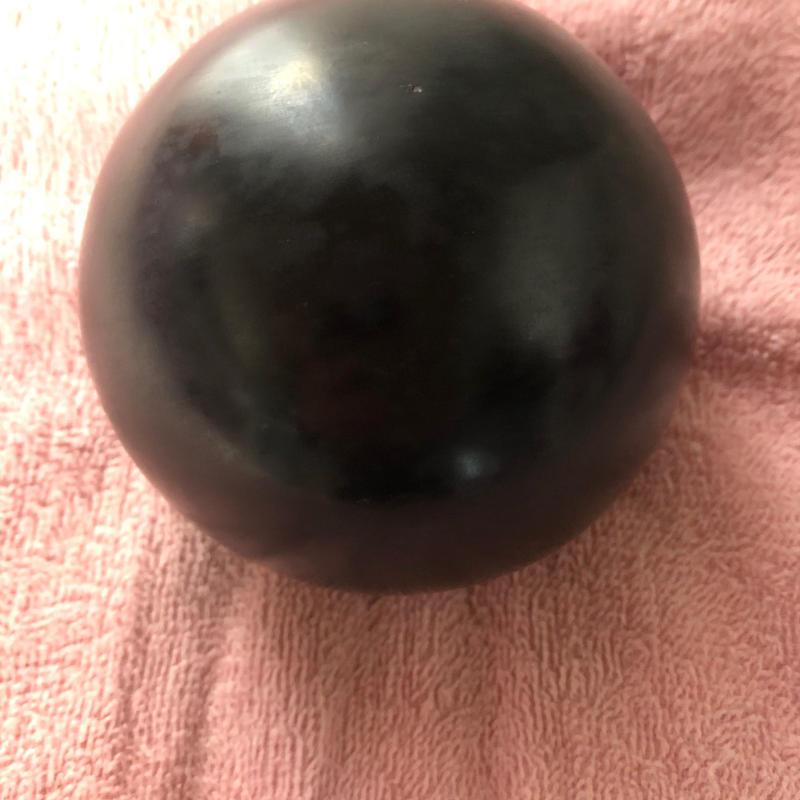 ②ブラックアゼツライト(H&E社)丸玉100㎝×682g