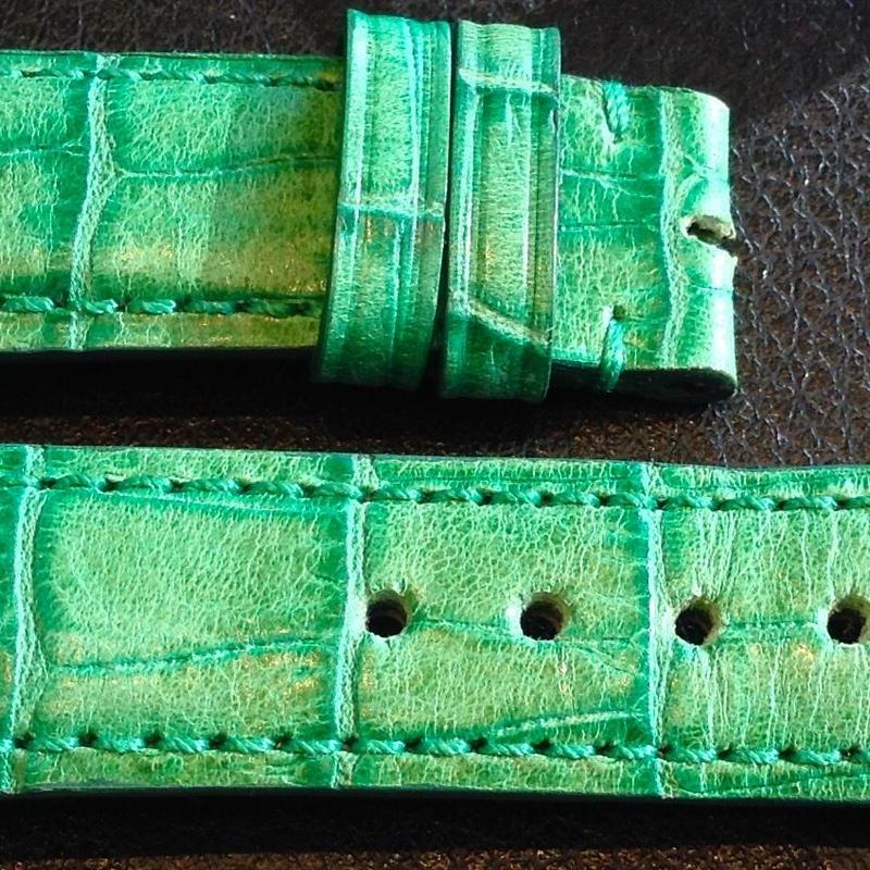 【レディースストラップ】グリーン型押しレザー