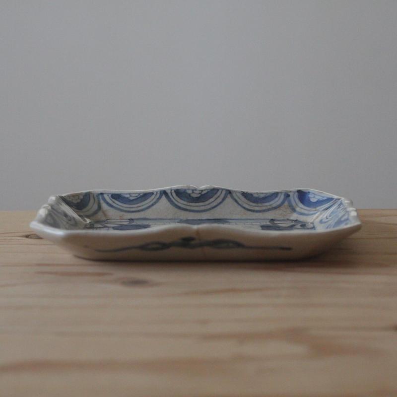 染付の変形皿