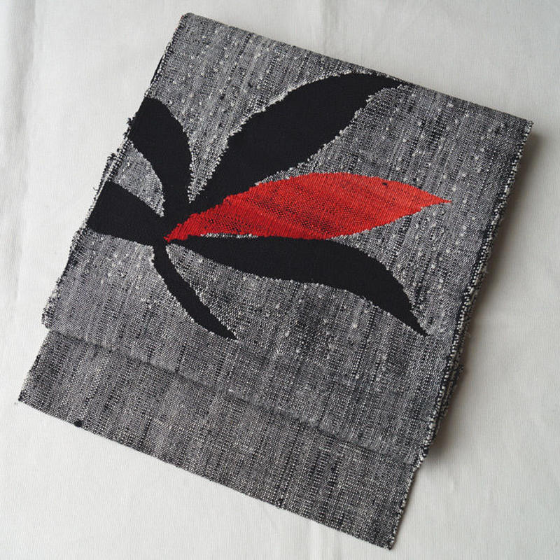 【なごや帯】モノトーンに赤 抽象柄八寸紬なごや帯