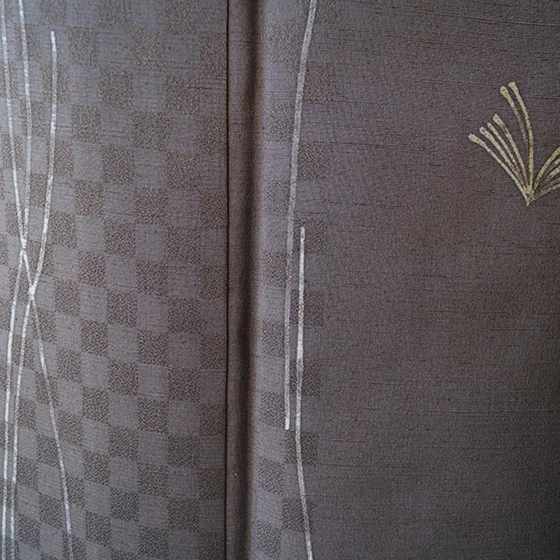 HOLD中【袷】ココアブラウン色に植物と市松文紬