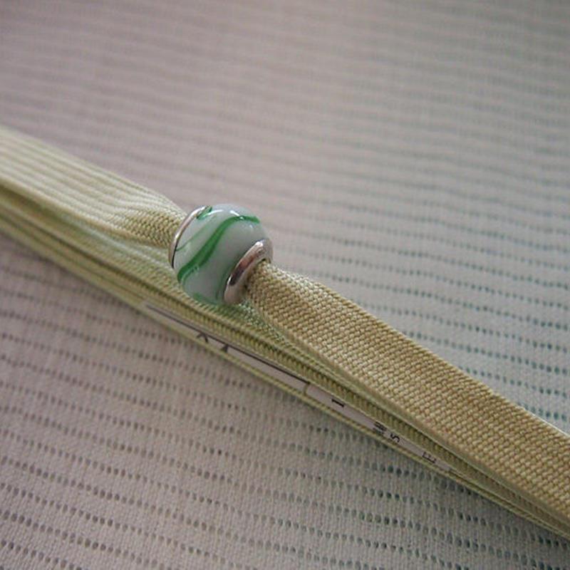 【帯留】ヴェネチアングラス帯留 白×若菜色三分紐