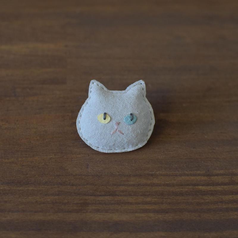 猫ブローチ 白 顔