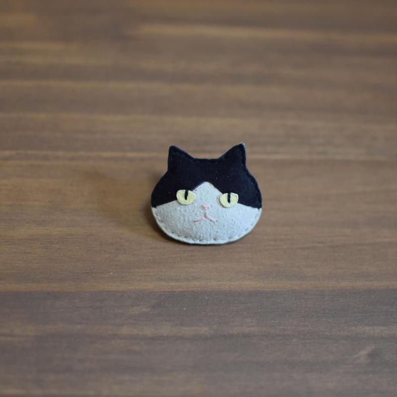 猫ブローチ ハチワレ 顔