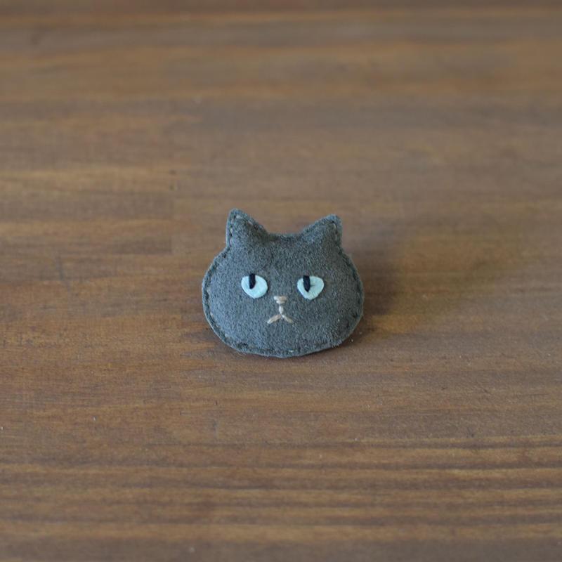 猫ブローチ グレー 顔