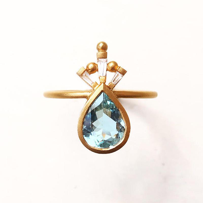 Peacock Crown  { Ring }  aquamarine. natural zircon. K18