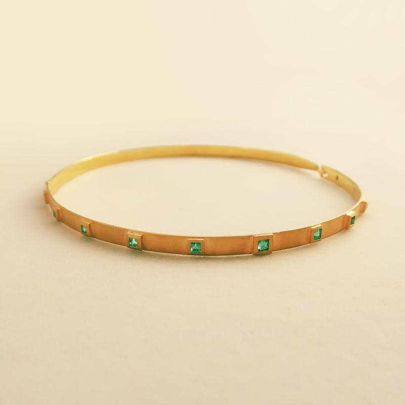 Sassy Maharani  { Choker }  emerald