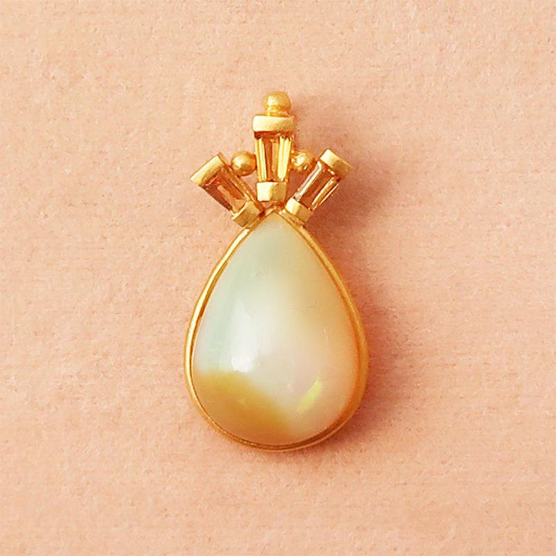 Peacock Crown { Pendant } opal. K18